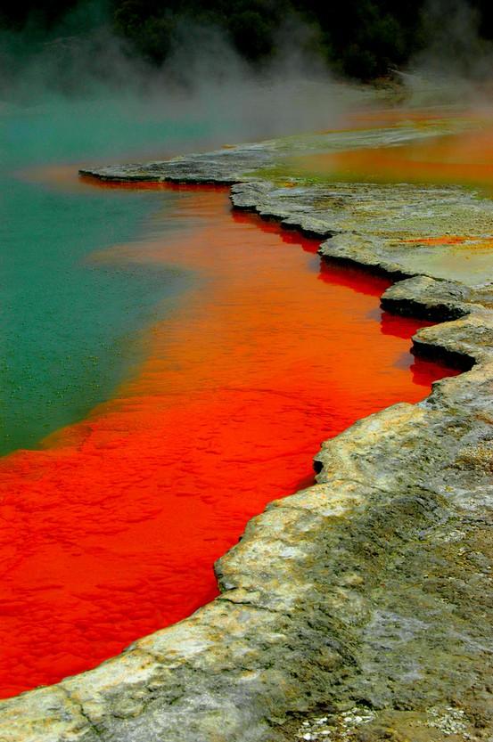Waiotapu-Thermal-Reserve-Rotorua-New-Zealand